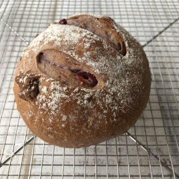 ベリーと赤ワインのパン
