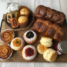 アフタヌーンティーを楽しむパンとお菓子のセットを焼きました!